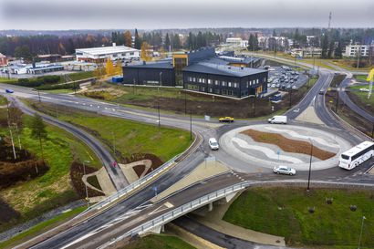Pudasjärvi sai valmiiksi suururakan, joka muokkasi kaupungin keskustan perusteellisesti uusiksi – moderni hirsilinna nousi valtatien kupeeseen