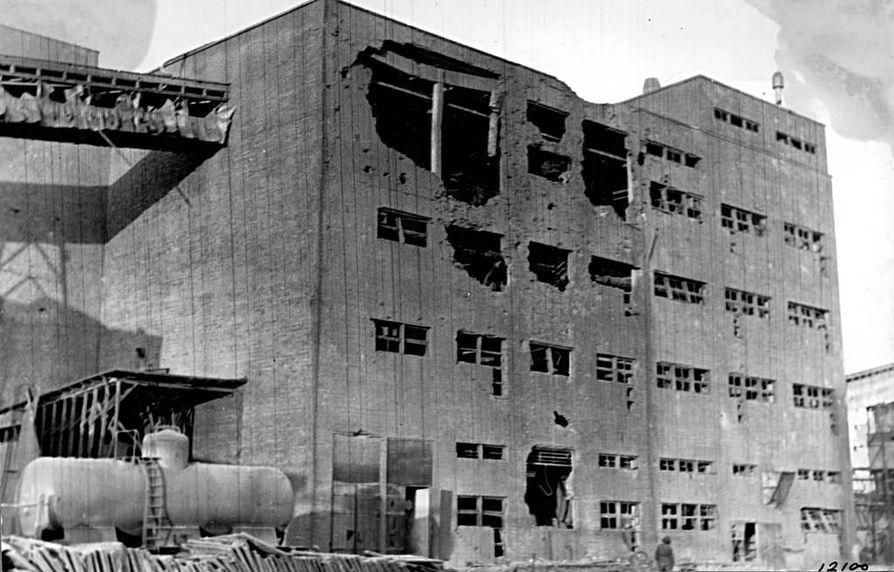 Typpi Oy:n räjähdys vaurioitti myös läheisiä teollisuusrakennuksia. Itse kahdeksankerroksinen salpietarilaitos katosi taivaan tuuliin.