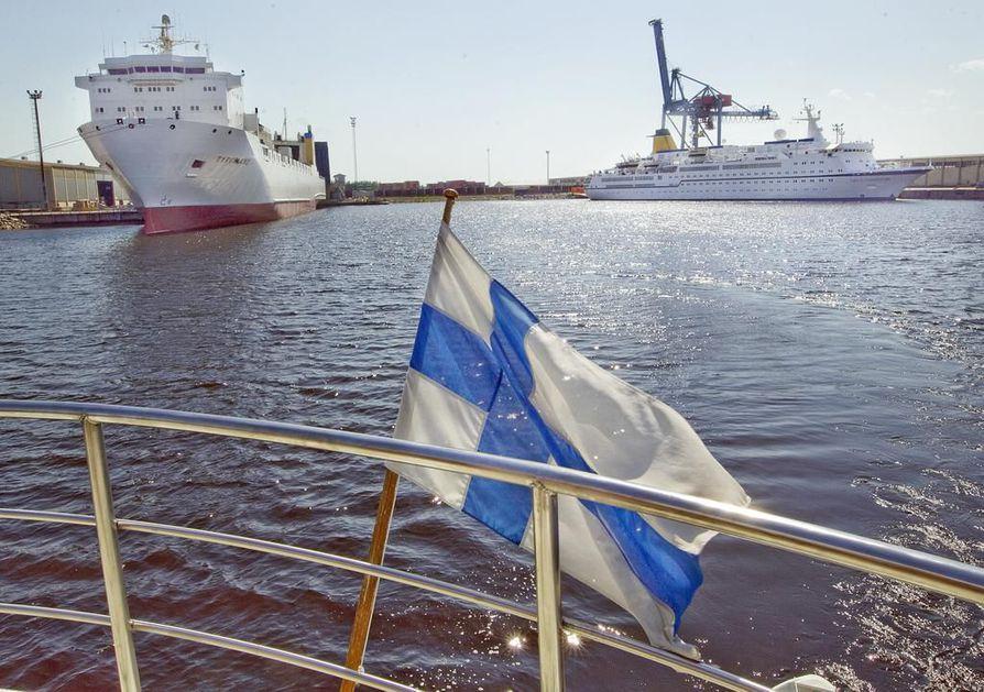 Suuria risteilyaluksia nähdään Oulussa harvakseltaan. Kesällä 2011 Oulun Oritkarissa kävi Spirit of Adventure -risteilyalus. Arkistokuva.
