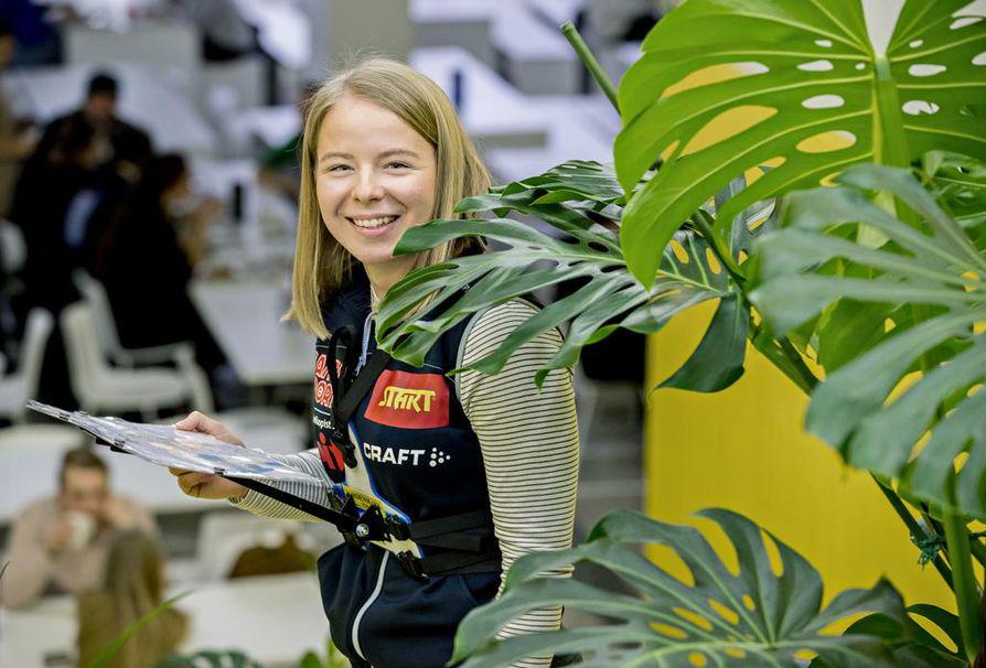 Hiihtosuunnistuksen kuusinkertainen nuorten maailmanmestari Liisa Nenonen opiskelee Oulun yliopistossa ensimmäistä lukuvuottaan logopediaa. Yliopiston tilat ovat melko tuttuja, samoin alueen hiihtoreitit.