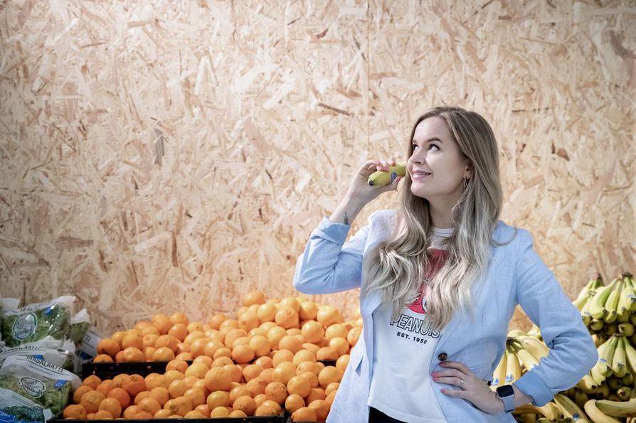 Anniina Halonen haluaa palauttaa ihmisiä somen dieettitrendeistä takaisin maan pinnalle, tasapainoisen ja joustavan syömisen pariin.