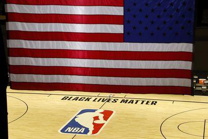 NBA-seura Bucks johti historiallista boikottia Pohjois-Amerikassa – Otteluita peruttiin lukuisissa liigoissa