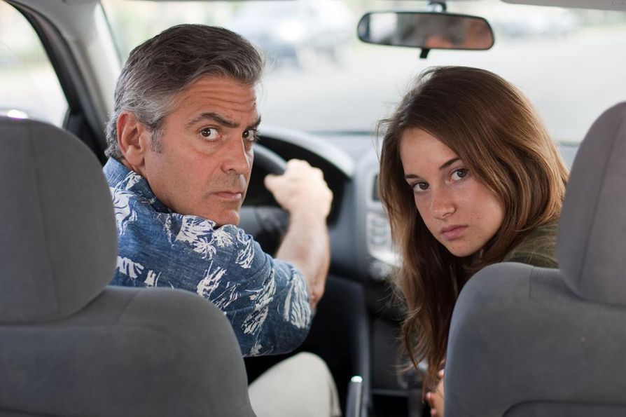 George Clooney on keski-ikäinen, yllättäen kahden tyttärensä yksinhuoltajaksi jäävä isä, joka dramaattisten käänteiden jälkeen löytää uuden suunnan elämälleen. Shailene Woodley näyttelee tytär Aledandraa.