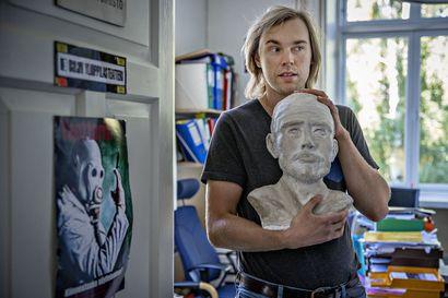 Oululainen Matti Sipola on huumoria viljelevä huiskea hortonomi – Youtubessa hänet tunnetaan paremmin Etsivä Koistinen -sarjan tähtenä