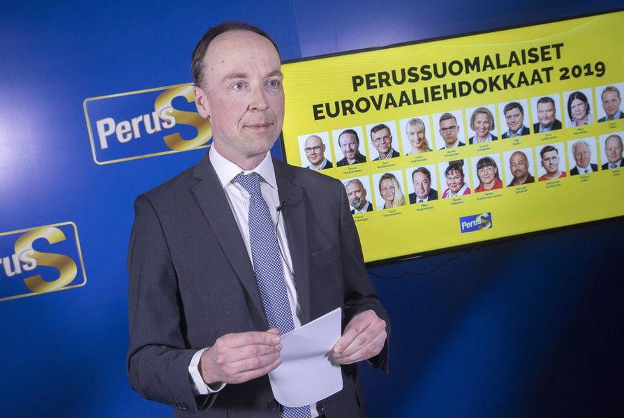 Jussi Halla-ahon (kuvassa) luotsaama Perussuomalaiset säilytti europarlamenttivaaleissa kaksi paikkaansa. Puolueen meppejä ovat Teuvo Hakkarainen sekä Laura Huhtasaari.