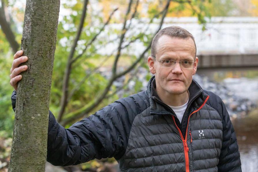 Oululainen Jaakko Erkinaro on ollut innokas kalamies pienestä pitäen. Hän työskentelee Luonnonvarakeskuksen tutkimusprofessorina erityisalanaan lohikalat.
