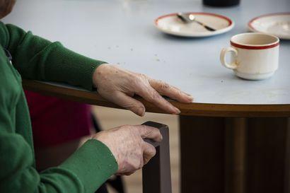 Laki voimaan huomenna: Vanhusten palveluasumiseen ja pitkäaikaiseen laitoshoitoon vähimmäishenkilöstömitoitus