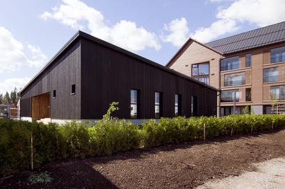 """Asuntomessutalo keikkuu trendien aallonharjalla–talo edustaa lähes täydellisesti sisustajien hehkuttamaa, tällä hetkellä pinnalla olevaa skandinaavista ja japanilaista tyyliä yhdistävää """"japandia"""""""