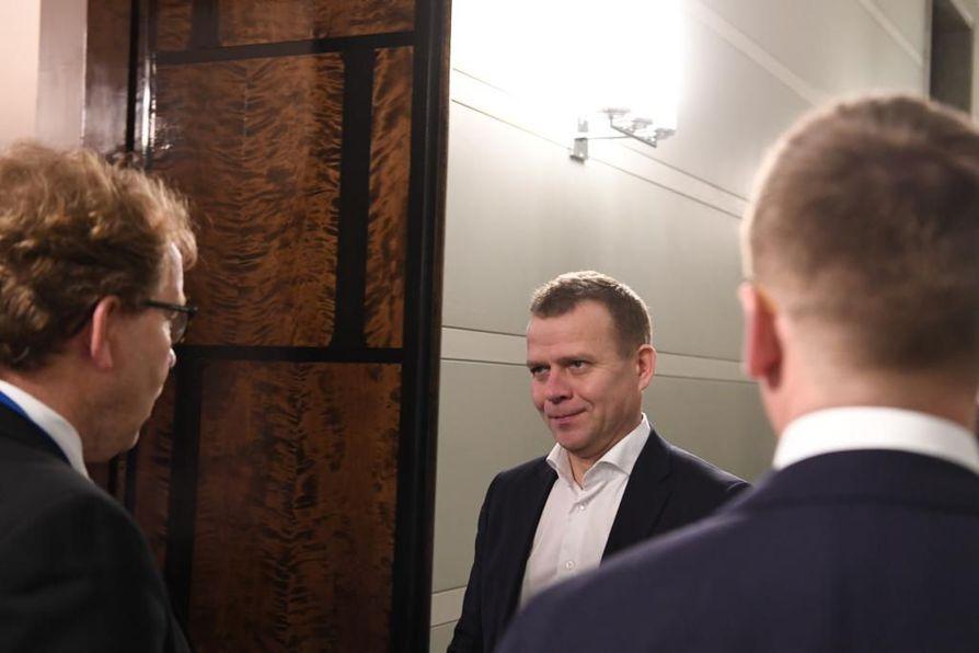 Kokoomuksen puheenjohtaja Petteri Orpo toivottaa Marinille voimia ja viisautta.