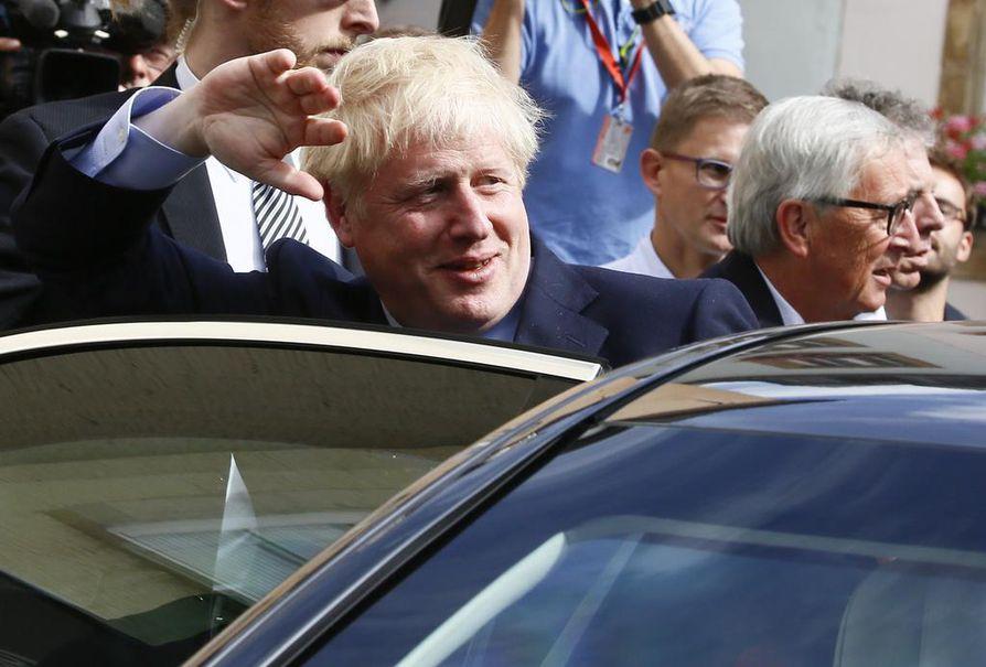 Boris Johnson sai kylmän vastaanoton Britannian ja EU-johtajien tapaamisessa Luxemburgissa maanantaina.