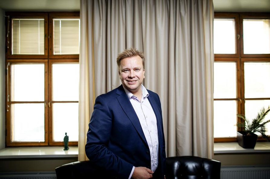 Puolustusministeri Antti Kaikkonen kertoi Suomen asevientiluvista eduskunnassa.