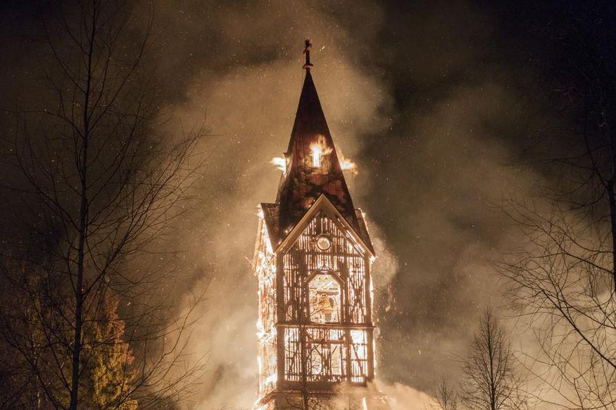 Ylivieskan kirkko paloi maaliskuussa kolme vuotta sitten, pääsiäislauantaina.