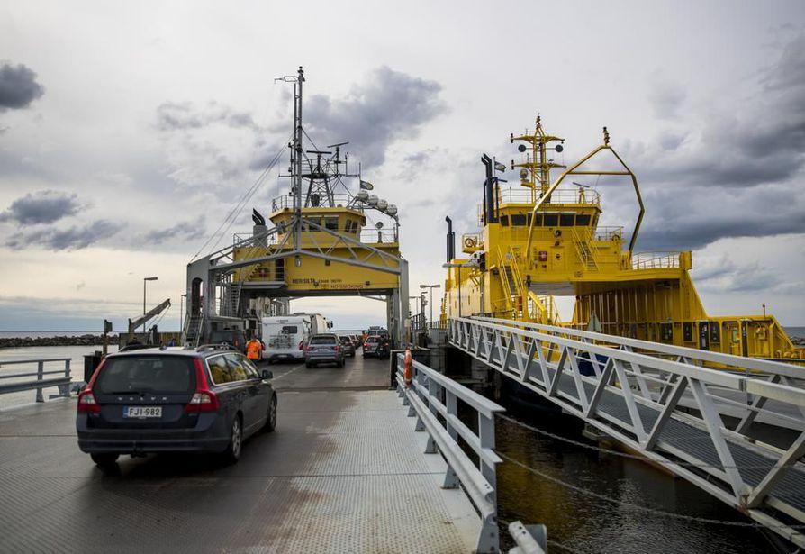 Oulunsalon ja Hailuodon välillä kulkevassa lauttaliikenteessä on muutoksia lauantaina, tiedottaa Liikenneviraston tieliikennekeskus.