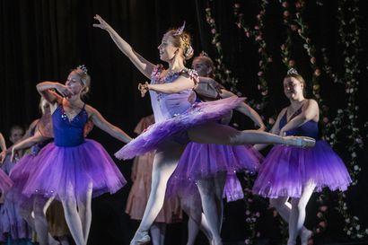 """Lettipää perusti Ouluun yksityisen balettikoulun – """"Kun ilmestyin reppu selässä ja letit päässä veroviraston yrityspuolelle, minua koetettiin hätistellä sieltä pois"""", Päivi Koskela kertoo"""