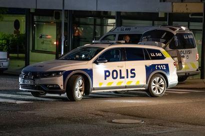 Kemissä ammuttiin laukauksia asunnossa – poliisi otti kiinni 50-vuotiaan miehen poliisikoiran avulla