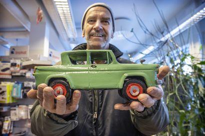 Oululainen Veijo Nousiainen on pienoismallien erikoismies – Oulussa esillä satoja malleja