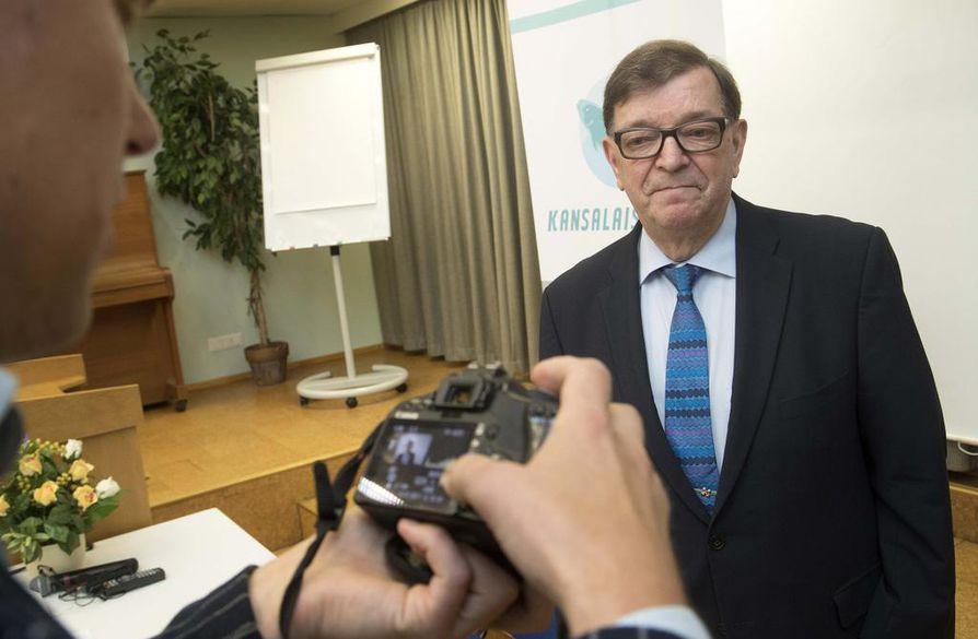 Paavo Väyrynen on keskustan entinen puheenjohtaja, mutta näissä vaaleissa hän ei pyrkinyt presidentiksi keskustan ehdokkaana. Hänen takanaan on valitsijayhdistys.