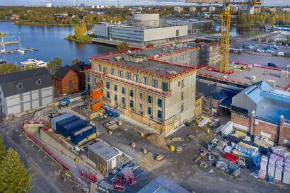 Oulun torihotellin sisätyöt keskeytettiin – Hotellia urakoivan rakennusyhtiö SRV:n mukaan kyse sisustamisratkaisuihin liittyvistä neuvotteluista operaattorin kanssa