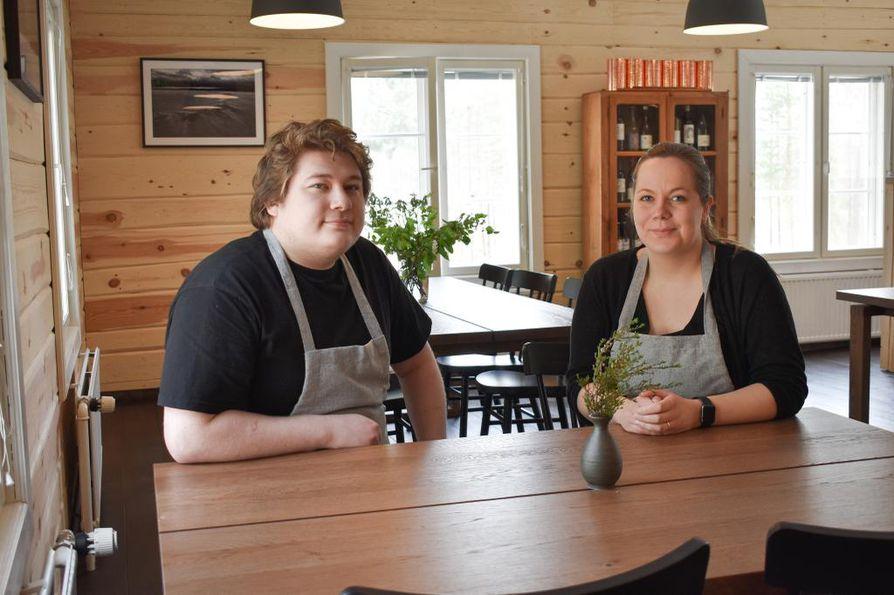 Connor Laybourne ja Johanna Mourujärvi avasivat ravintola Tapion marraskuussa.