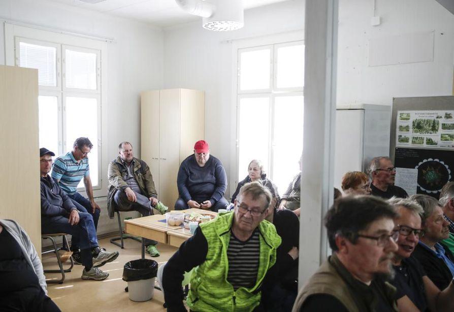 Pohjois-Iin kyläyhdistyksen järjestämään tilaisuuteen osallistui kolmisenkymmentä henkilöä. Heidän mielestään kuntapäättäjien kanssa keskusteleminen on yksi harvoista keinoista vaikuttaa.