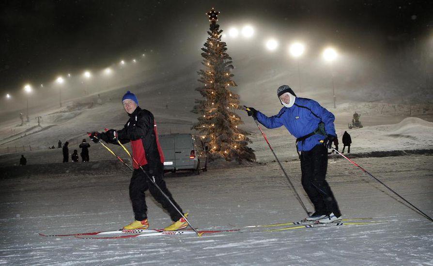 Lohjalaiset Kari Moisio (vas.) ja Keijo Väisänen nauttivat kaamoshiihtelystä.