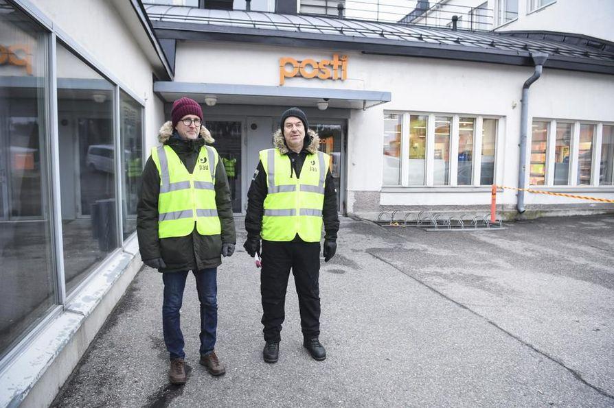 Lakkovahdit vahtivat, että PAU:n asettama työnseisaus toteutuu myös käytännössä. Kuva Helsingistä.