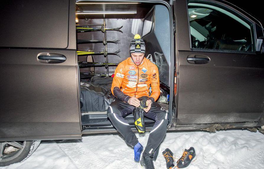 Huippuhiihtäjälle oma auto on lähes välttämättömyys. Markus Vuorela kiertää  kotimaan kilpailuja Mercedes-Benz- f99ec9be09