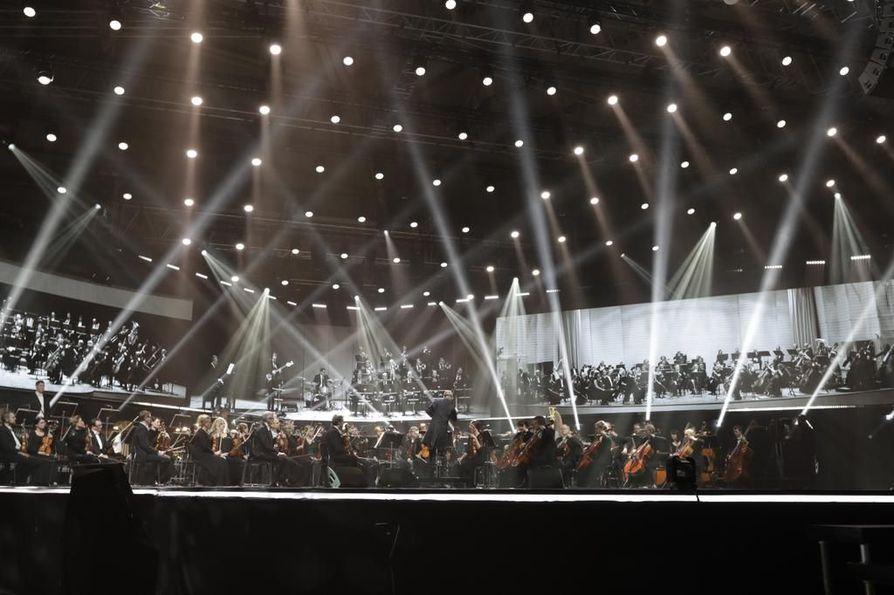 Ouluhallin valtakunnallisen Suomi 100 -juhlan konsertti on käynnissä.