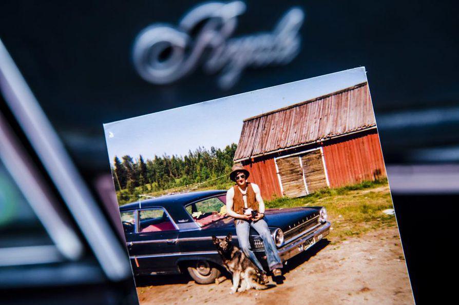 Nuorempana Asko Kallojärvi autoili muun muassa Ford Galaxiella.