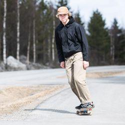 Topias jäi asuntolaan, kun muut lähtivät  - Kuusamossa viime syksynä opiskelun aloittaneet lumilautailijat ovat keväällä olleet etäyhteyksien päässä Alppikoulun valmentajista