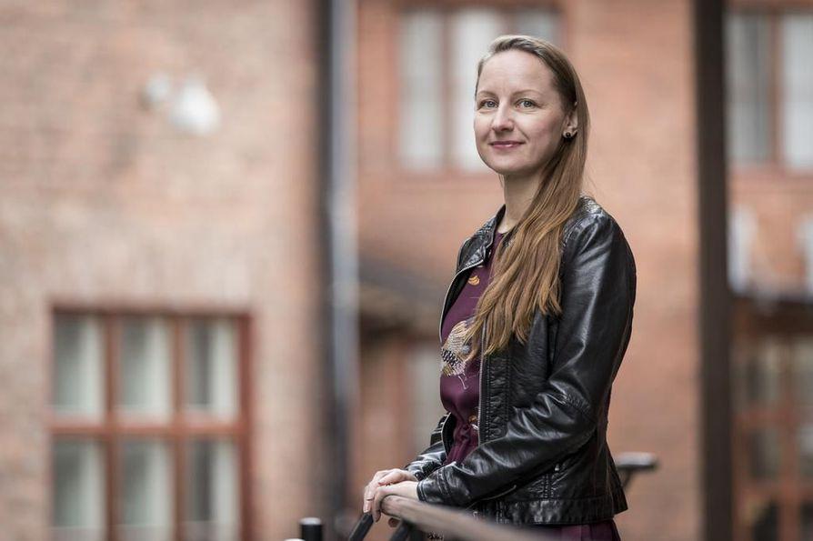 Oikeudellisen ennakoinnin asiantuntija Tiina Kuopanportti kirjoitti arkikielisen oppaan edunvalvontavaltuutuksesta.