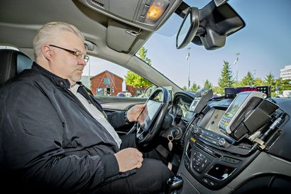 Kakkua ei riitä kaikille kuskeille ja meno äityy Oulun taksitolpilla villiksi –taksiyrittäjät toivovat taksilain korjauksen karkottavan puliveivaajat pelistä pois