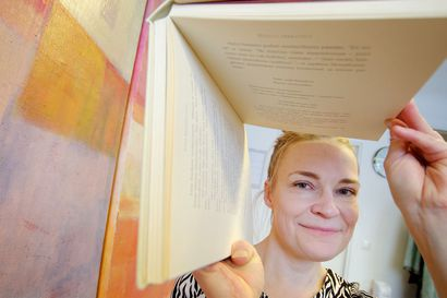 """Oululainen Silja Kejonen runoilee omassa karanteenipuutarhassaan kadonneista rutiineista – """"Tällainen aika korostaa, miten tärkeää on, että voi fyysisesti jakaa kokemuksiaan"""""""