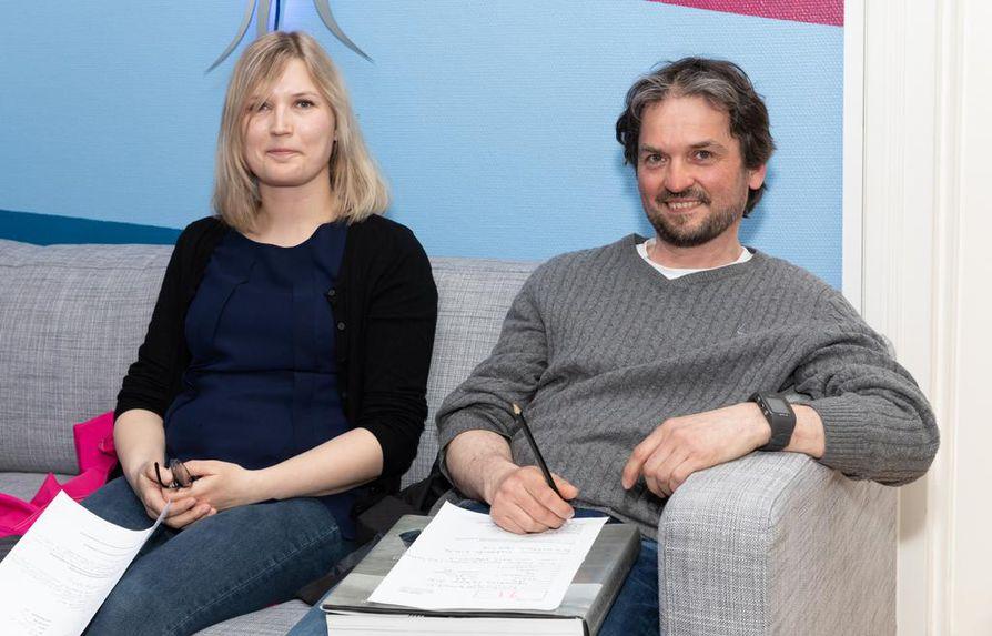 Krista Honkonen ja Anssi Pesonen haluavat kokeilla, miten näytteleminen heiltä sujuu.