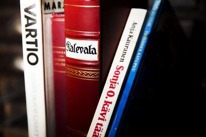 Tunnetko kirjaklassikoita? Asiantuntijat listasivat pyynnöstämme tämän hetken arvostetuimmat kirjat, jotka jokaisen kannattaisi lukea