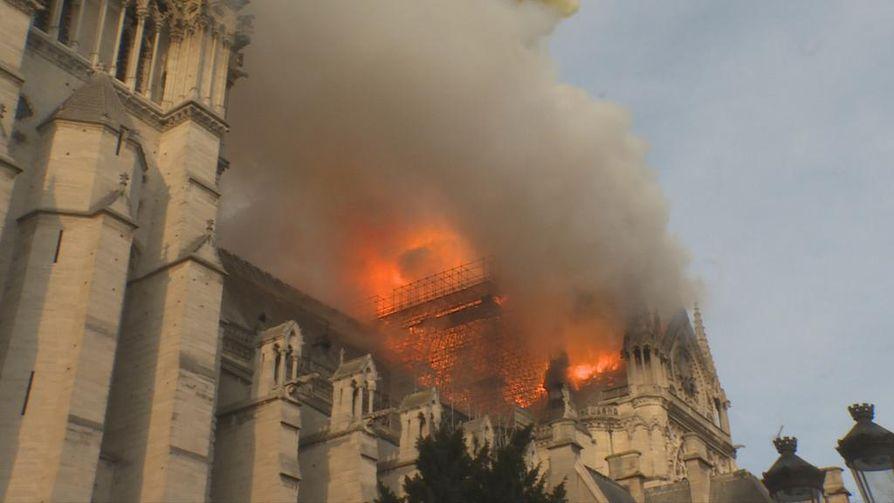Pariisissa olevassa Notre-Damen katedraalissa syttyi tulipalo huhtikuussa. Rakennus kärsi, mutta kukaan ei kuollut palossa.