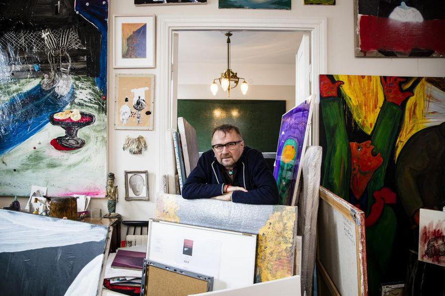 Seppo Fräntin koti on täyttänyt taiteesta, sillä viimeisen kymmenen vuoden aikana hän on tehnyt aktiivisesti taidehankintoja. ¿Tässä näkee sen, mikä on ollut se intohimoni ja rakkauteni. Rakastan jokaista teosta eri tavalla.