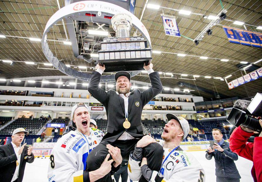 Kärppien kahdeksas Suomen mestaruus varmistui huhtikuun lopussa Tampereella. Kärpät kaatoi Tapparan otteluvoitoin  4–2.