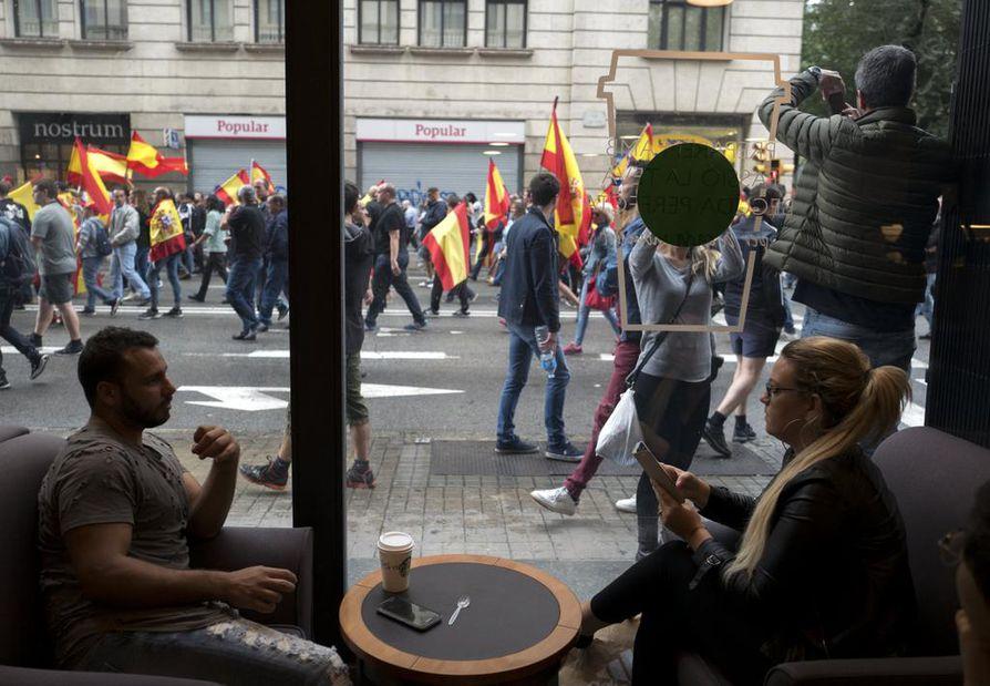 Äänestyspäivä on ollut Barcelonassa väkivallan sävyttämä.