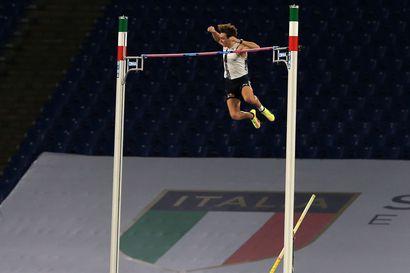 Armand Duplantis taivutti maailmanennätyksen 615