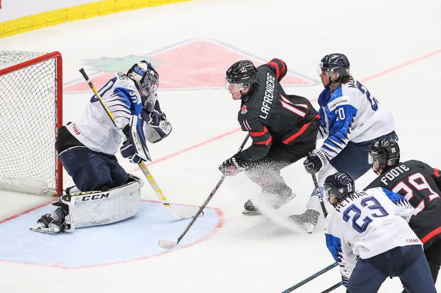 Viisi kertaa kiekon taakseen päästänyt Justus Annunen valittiin turnauksessa Suomen parhaaksi pelaajaksi.
