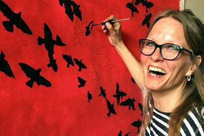 Tämä nainen on Tove Janssonin piirtävä käsi yli 30 maahan myydyssä elokuvassa – Sandra Wahlbeck teki tarkat jäljennökset maalauksista, piirustuksista ja kirjoista
