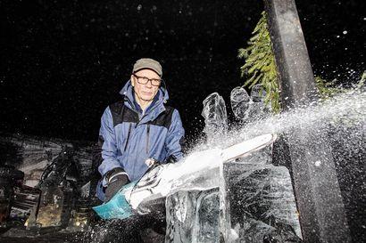 Kokenut jäänveistäjä lohduttaa kotitekoisen jäälyhdyn tekijöitä: edes hän ei aina onnistu ämpärilyhdyn teossa - tässä ammattilaisen vinkit jäätaiteen tekoon