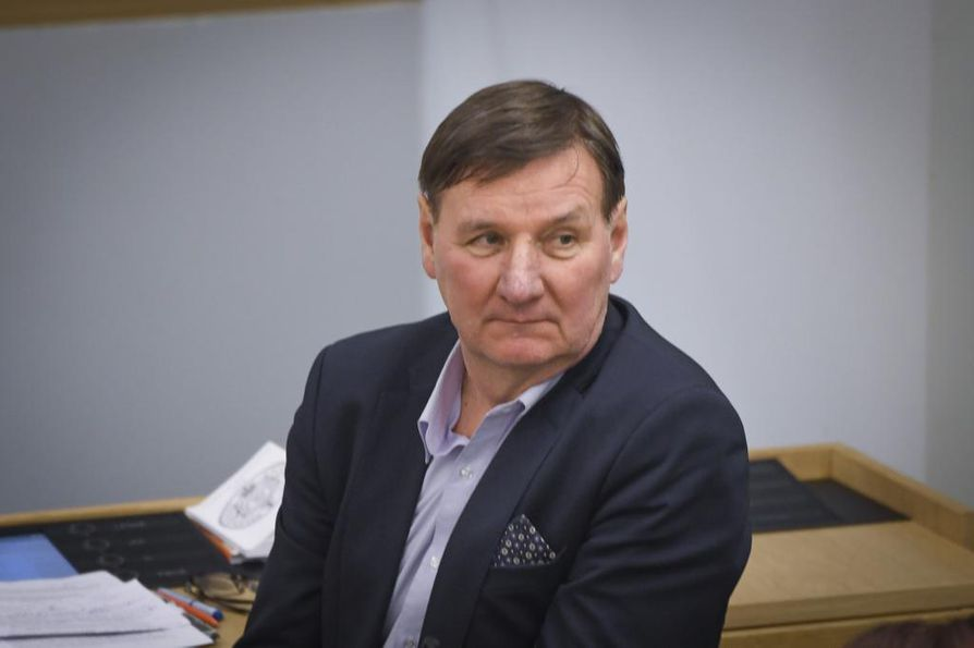 SDP:n pitkäaikainen kansanedustaja Jukka Gustafsson ei ole innostunut oman puoluejohdon aikeista tehdä välikysymys ulkoministeri Timo Soinin (sin.) aborttikommenteista.