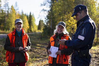 """Raja ja Poliisi suorittavat näkyvää metsästyksenvalvontaa, silti jotkut metsästävät kuivat aamutossut jalassa: """"Kun luvat tarkastetaan, jää tunne, että ne kannatti ostaa"""""""