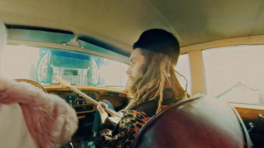 Juha Laine sai palkinnon Color Dolor -yhtyeelle tekemästään Anyway The Wind Blows -videosta.