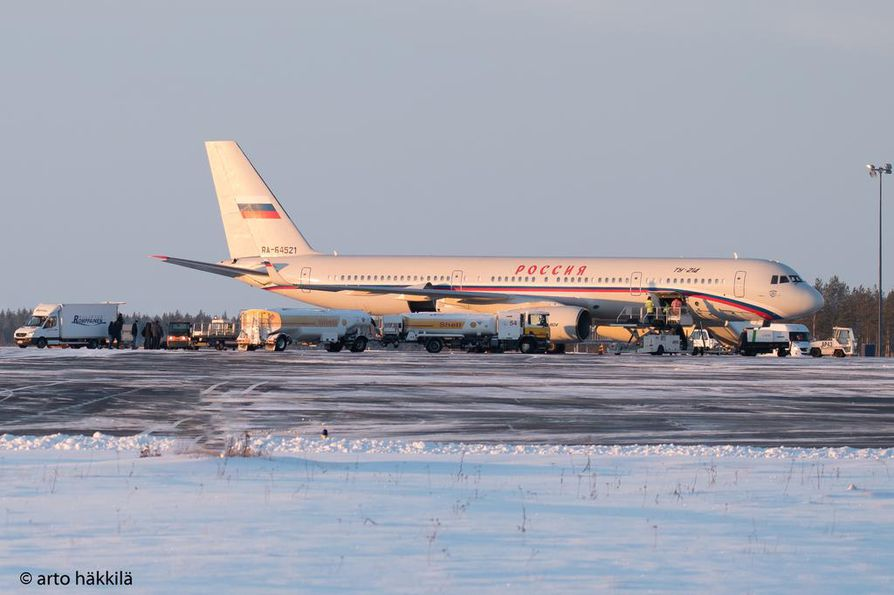 Maanantaina Oulun lentoasemalla nähtiin suuri venäläiskone.