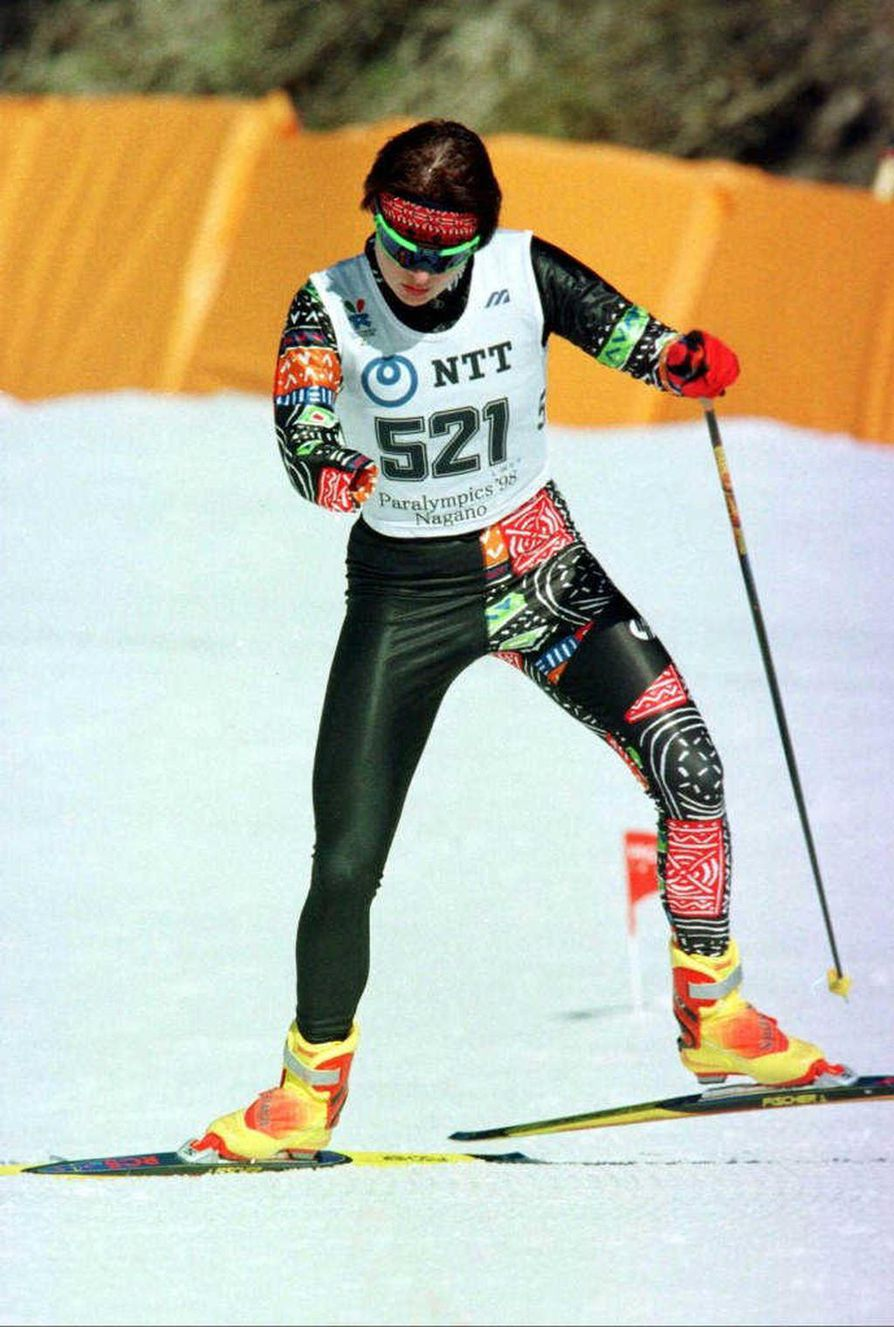 Tanja Kari saavutti vuosina 1992–2002 yksitoista paralympiakultaa hiihdossa. Vammattomien SM-kisoissa hän sijoittui parhaimmillaan 24:nneksi.