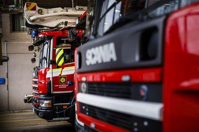 Rekan kylmälaite syttyi tuleen Tervolassa – Toinen autoilija huomasi palon ennen rekan kuljettajaa