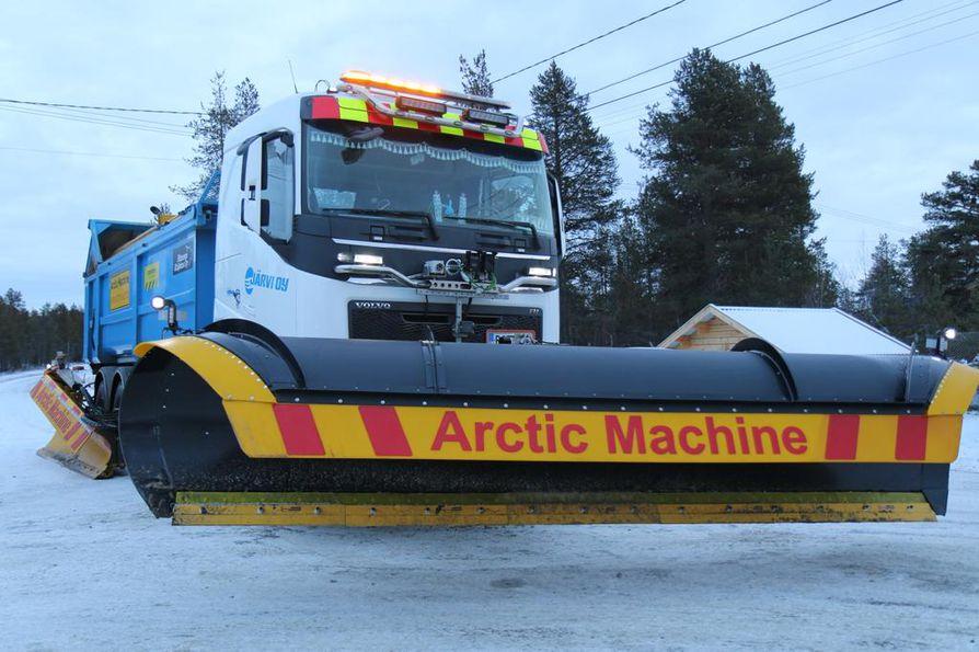 Puoliautomaattista aura-autoa testattiin neljän kilometrin osuudella Kilpisjärventiellä Muoniossa keskiviikkona ja torstaina.